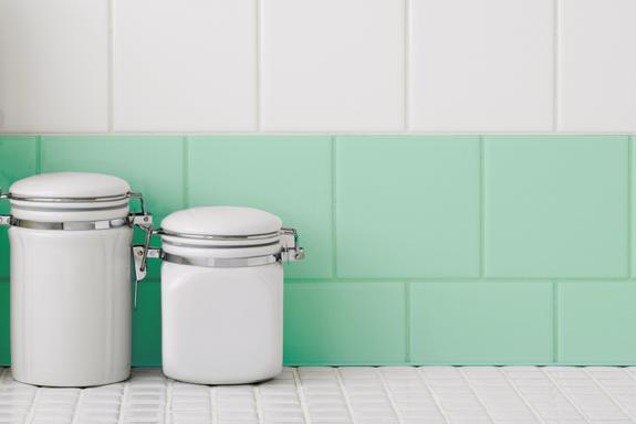 Pintar azulejos o pavimento colores pastel for Cubrir azulejos bano